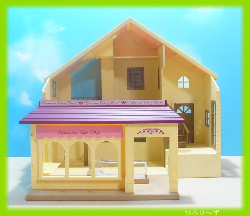 繋がる 赤い屋根の大きなお家 24