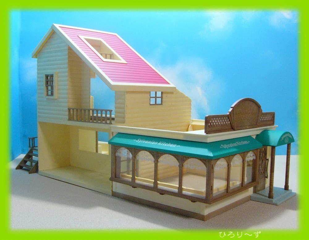 繋がる 赤い屋根の大きなお家 26