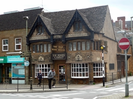 The_Old_Wine_House_-_Banbury.jpg