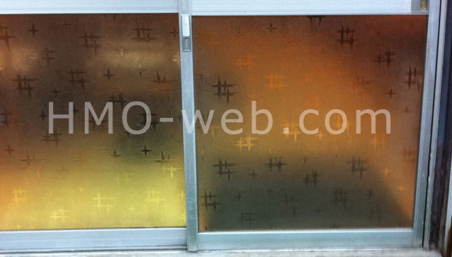 変わった柄の型板ガラス