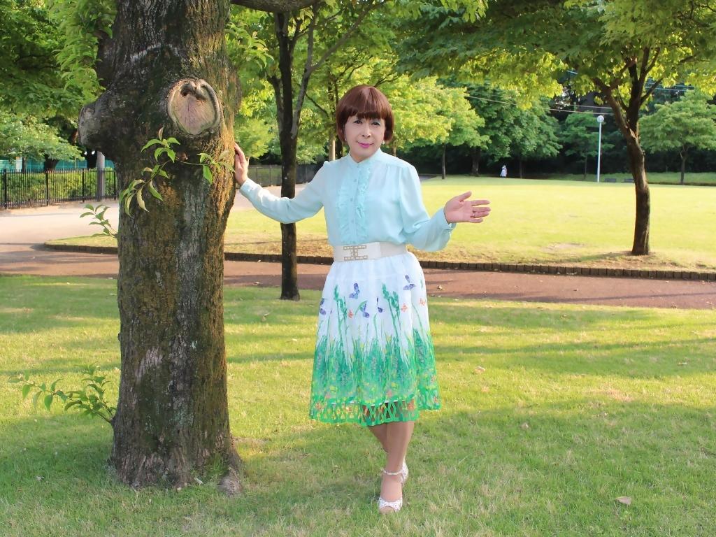 緑ブラウス緑絵柄スカートA(3)