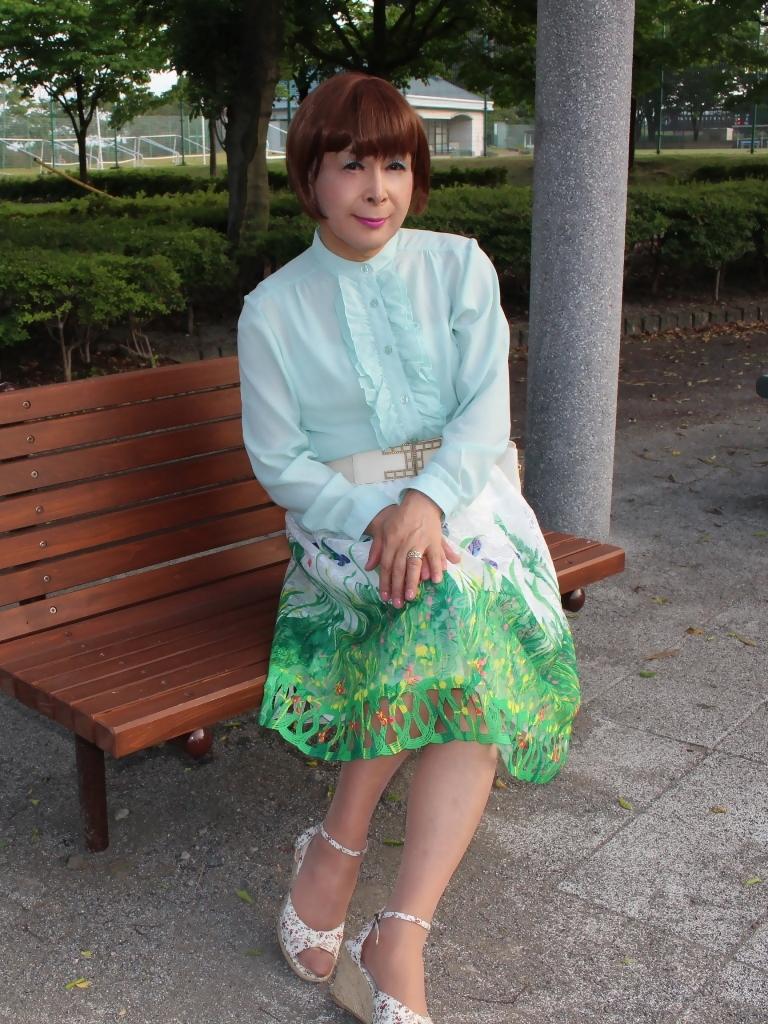 緑ブラウス緑絵柄スカートB(5)