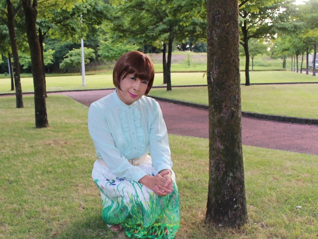 緑ブラウス緑絵柄スカートC(2)