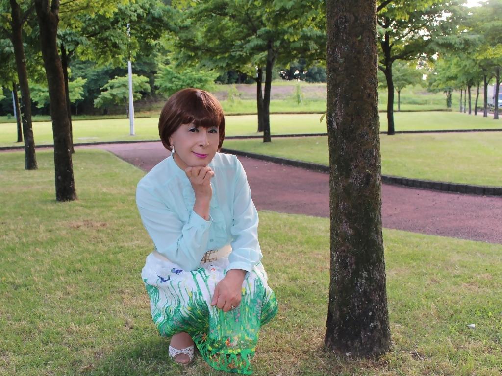 緑ブラウス緑絵柄スカートC(3)