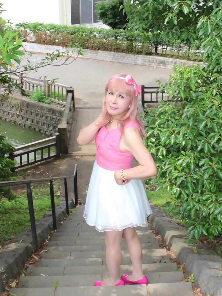 上ピンク下ホワイトワンピD(4)