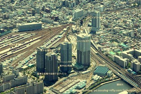 南千住の上空から見た隅田川貨物駅と歩道橋