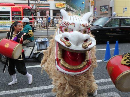 エイサーパレードの獅子舞 ②