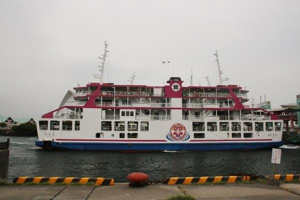 004 IMG_0161 出港する船(600x400)