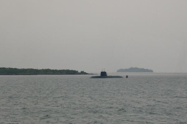 007 IMG_0173 潜水艦だ(600x397)