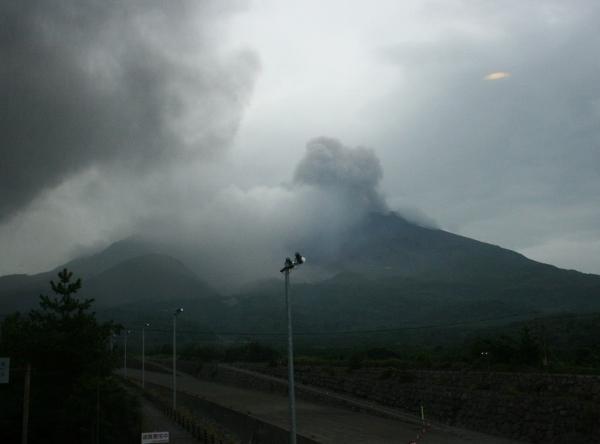 109 IMG_0215 噴火を繰り返す(600x444)