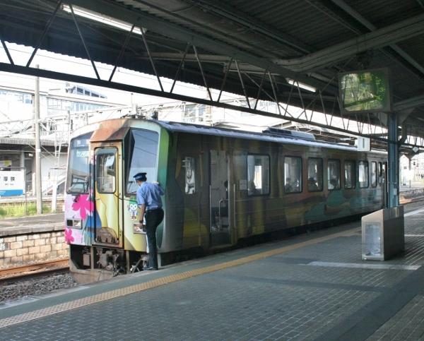 IMG_0280 美祢線の電車(600x483)