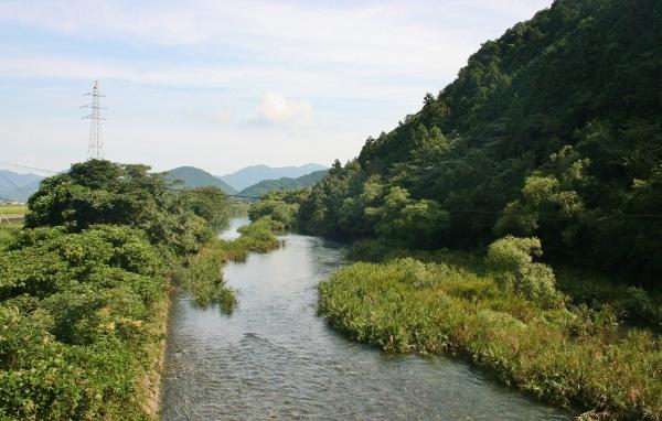 IMG_0286 山間の川(600x382)
