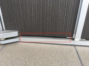 玄関ドアの下の隙間