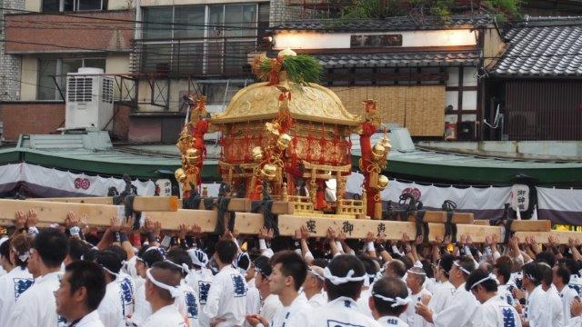 """神幸祭・東御座神輿""""差し上げ"""""""