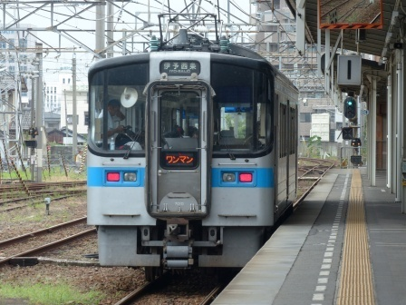 JR松山駅 7000系電車 1