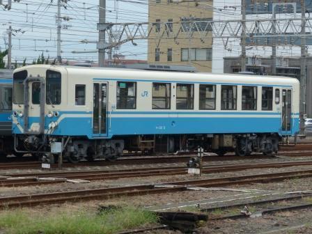 JR松山駅 キハ32形気動車 2
