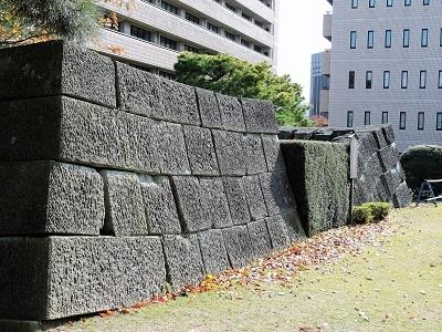 福井城跡本丸天守台石垣写真