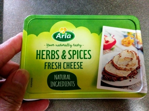 デンマーク産 Arla のクリームチーズ ハーブ&スパイス1