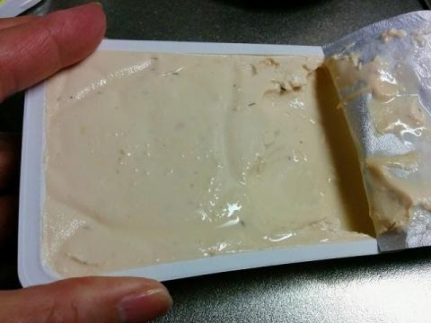 デンマーク産 Arla のクリームチーズ ハーブ&スパイス2