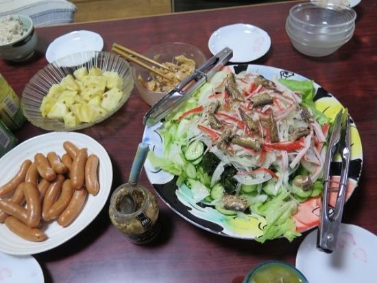 ピーチパイン、オイルサーディンのサラダ