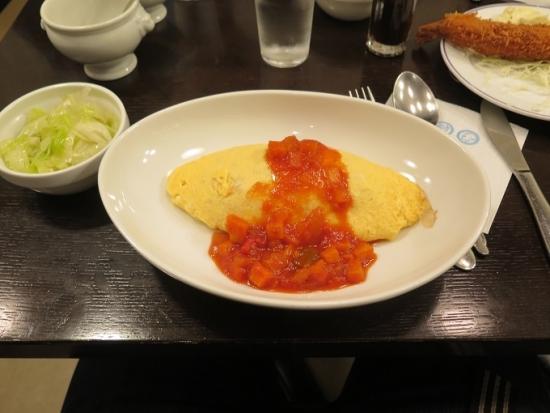 ピリ辛トマトソースオムライス