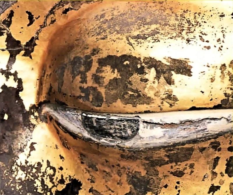 廬舎那仏像の眼~瞳に黒く塗られた硬質半円板が貼り付けられている