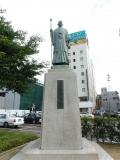 JR福井駅 岡田啓介像