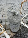 JR七尾駅 石柱のねずみ?2