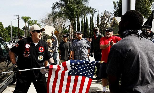 KKKメンバー襲撃される