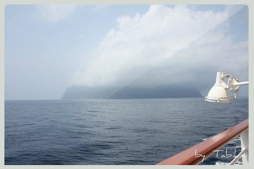 雲のなかの御蔵島