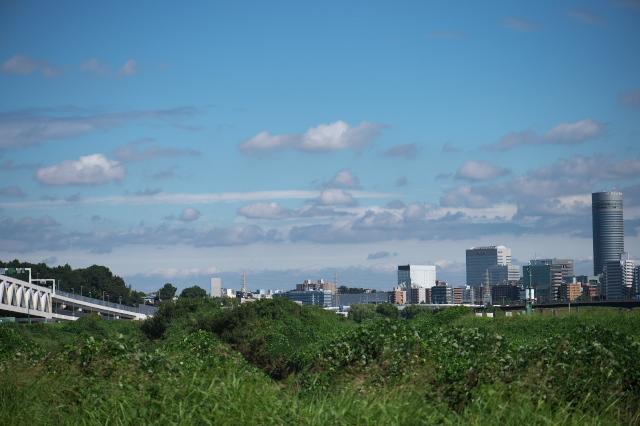 右端に新横浜プリンスホテル