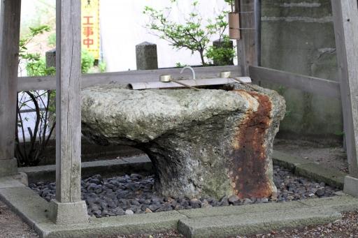 質留比神社の手水鉢