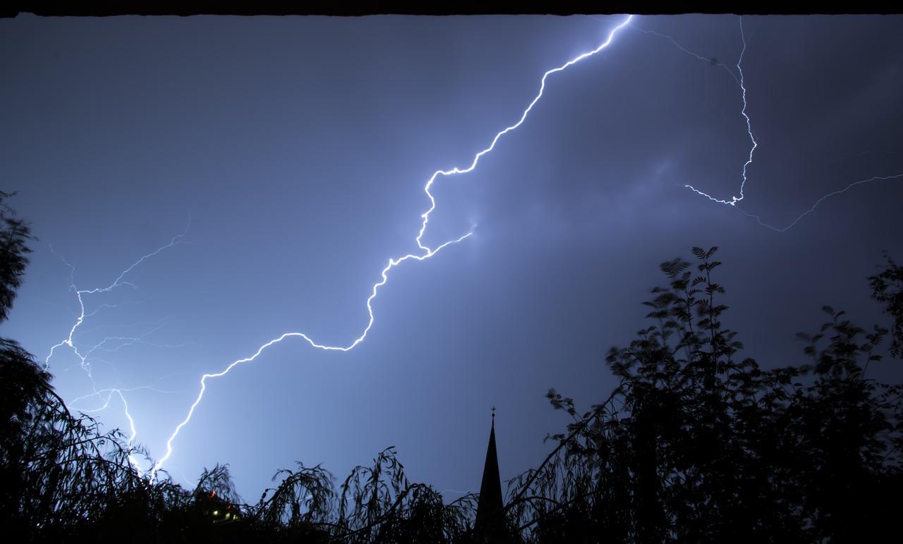 lightning-199651_1280.jpg