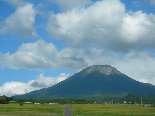 Mt_Daisen_Full_View (1)