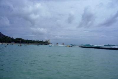 防波堤と波