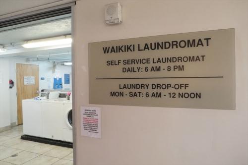 Waikiki Loundromat (9)_R