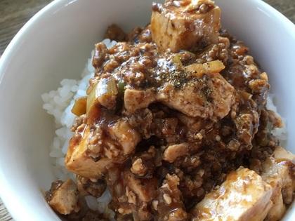 ご飯にonの麻婆豆腐