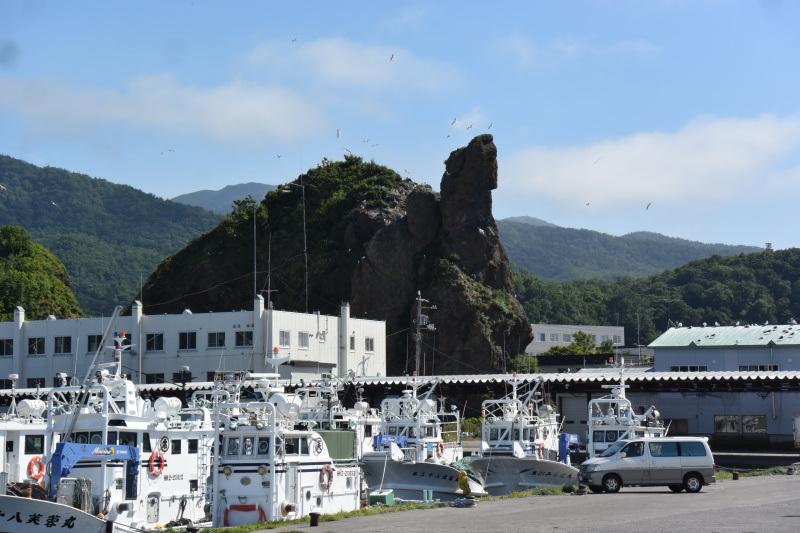 2017_08_25_ウトロ港1_ゴジラ岩1