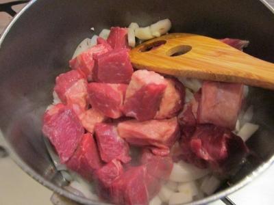 牛肉を炒める1