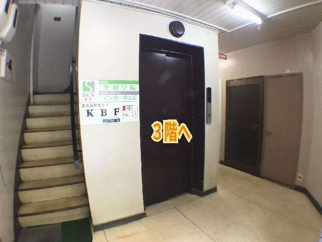 エレベーター前640_01