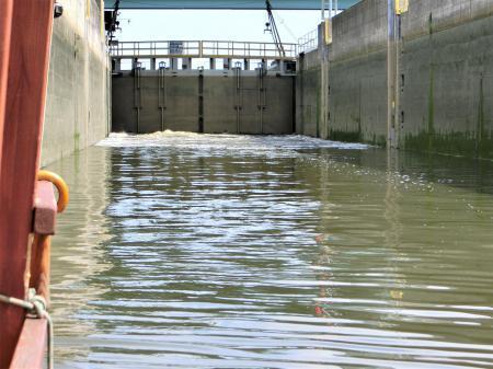 ティニエツ修道院への行き方 水上トラム21
