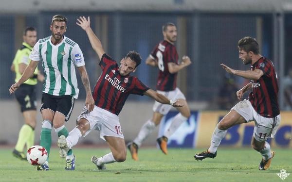 Milan-Betis_51R1071s.jpg
