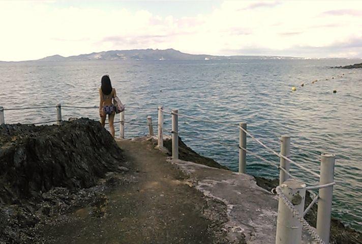 ホテル近辺の海岸を散策