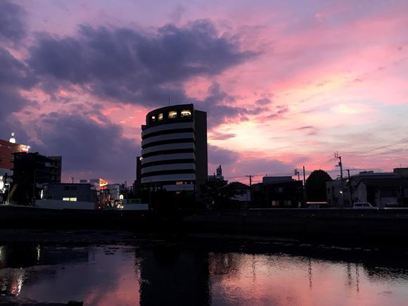 川越しの黄昏
