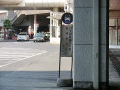 柏駅西口一般車駐車禁止ポール