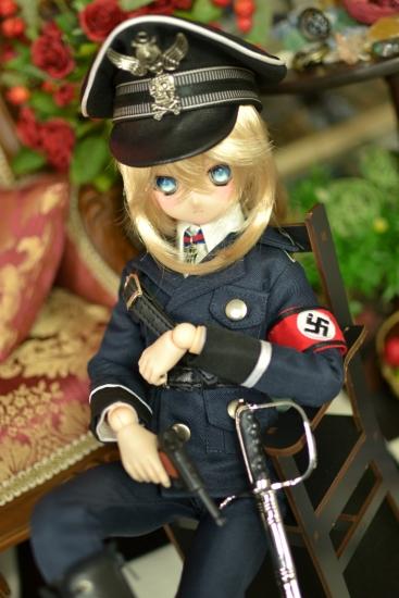 デグレチャフ少佐-親衛隊黒服ver-3