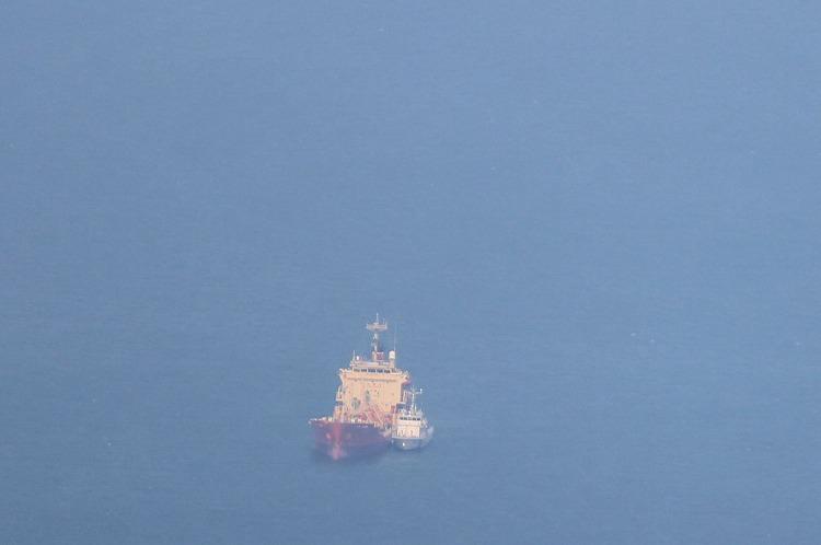 大きな船 停泊 29.8.8