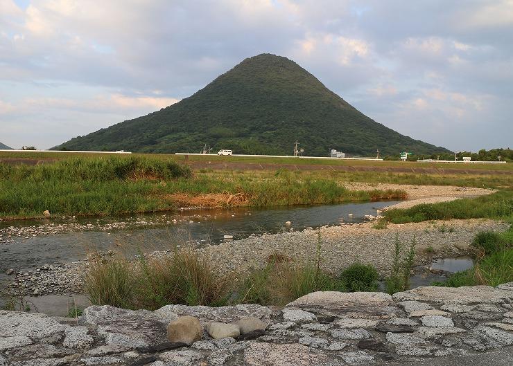 飯野山見える場所の小石 29.8.28