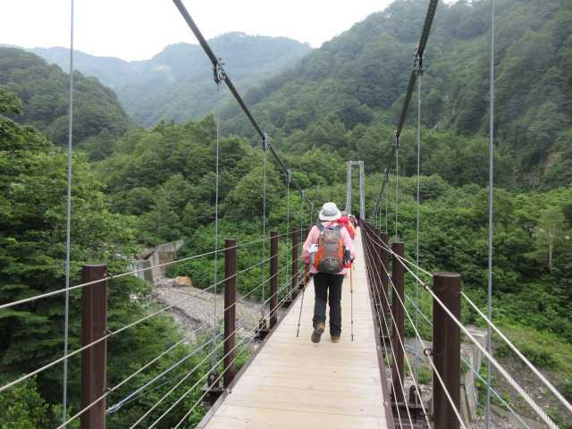 IMG1319JPG砂防新道へ吊り橋を渡る