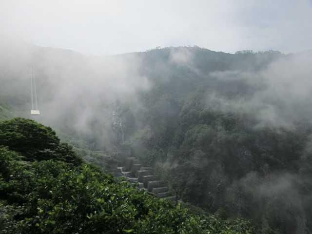 IMG1337JPG山腹まで雲が下りてきました